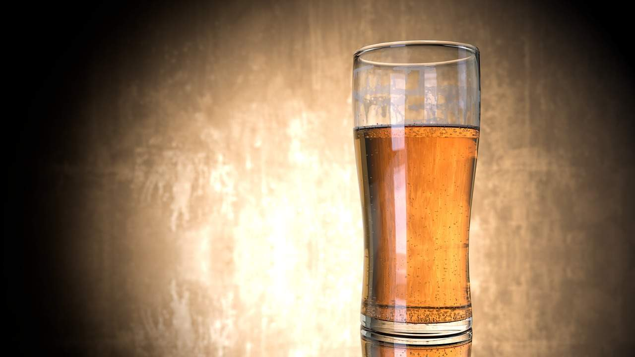 Colesterolo, una birra al giorno può proteggere il cuore