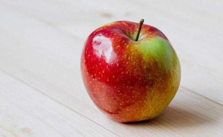 Una mela al giorno: alleata per abbassare il colesterolo cattivo