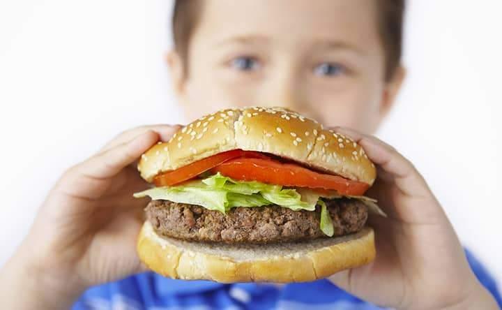 Bambini con colesterolo alto: l'importanza di una dieta alimentare corretta