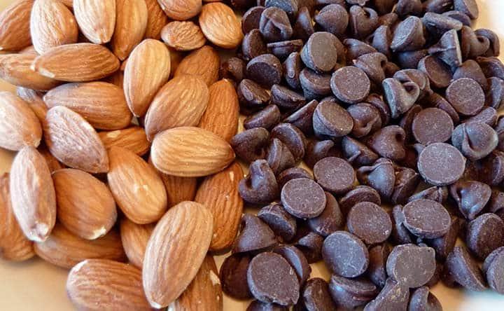 Mandorle, cioccolato fondente e cacao: trio vincente contro il colesterolo