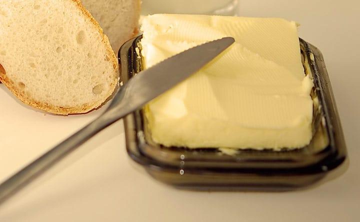Burro di mandorle contro burro di arachidi: ecco qual è quello più sano