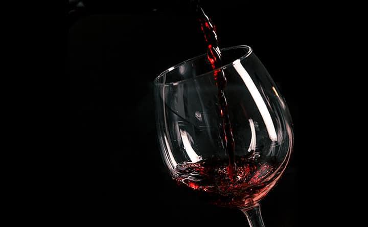 Vino rosso per combattere il colesterolo
