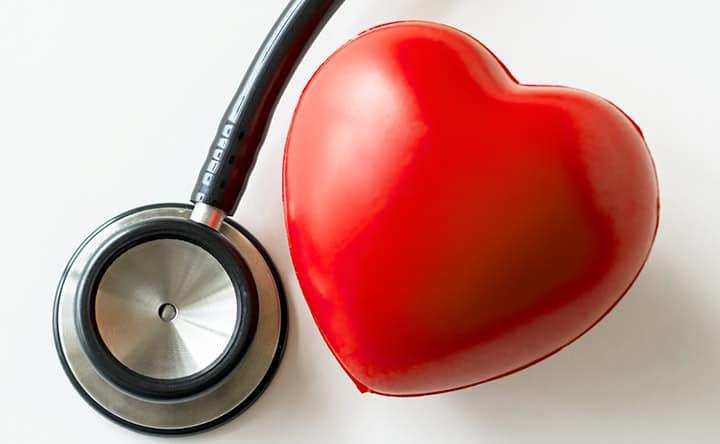 Ecco quando iniziare a controllare il colesterolo, i consigli del Professor Angeletti