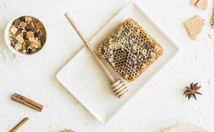 Miele e cannella: ingredienti naturali per la salute del cuore