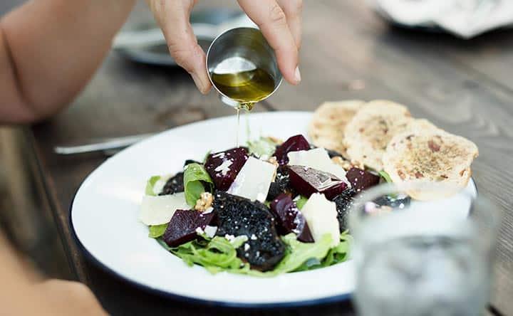 Come abbassare il colesterolo con accorgimenti dello stile di vita