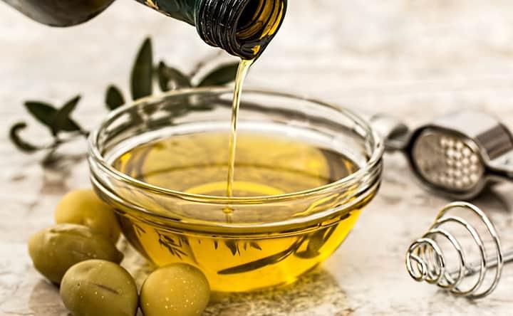 Ci sono molti tipi di olio tra cui scegliere: quali sono i migliori per la salute?