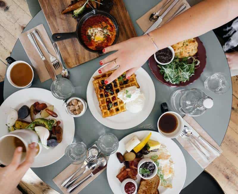 Dieta mediterranea: come cambia la piramide alimentare