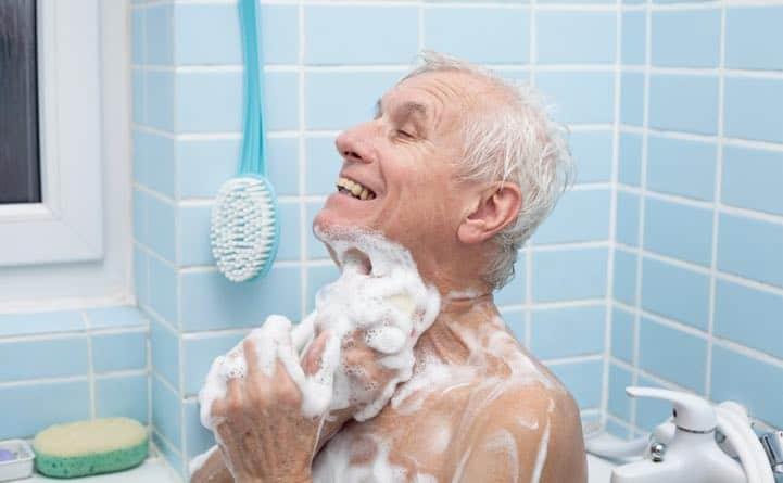 Lavarsi nella vasca da bagno riduce il rischio di morte per malattie cardiovascolari
